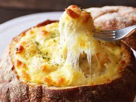 たった5分で作れるホワイトソースが便利すぎ!パングラタンからチーズフォンデュまで、手間なし簡単レシピ