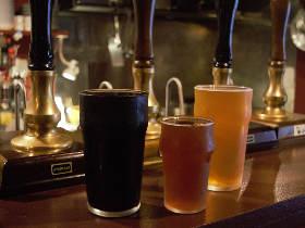 香り高い絶品クラフトビールが味わえる! イギリス発祥の「リアルエール」をがぶ飲みできるビアパブが話題