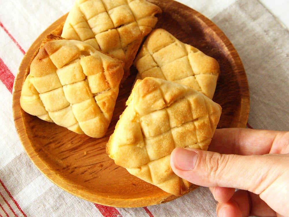 【超簡単】食パンで作れる「メロンパン」が絶品! たった15分で作れる「食パンメロンパン」のレシピ3選