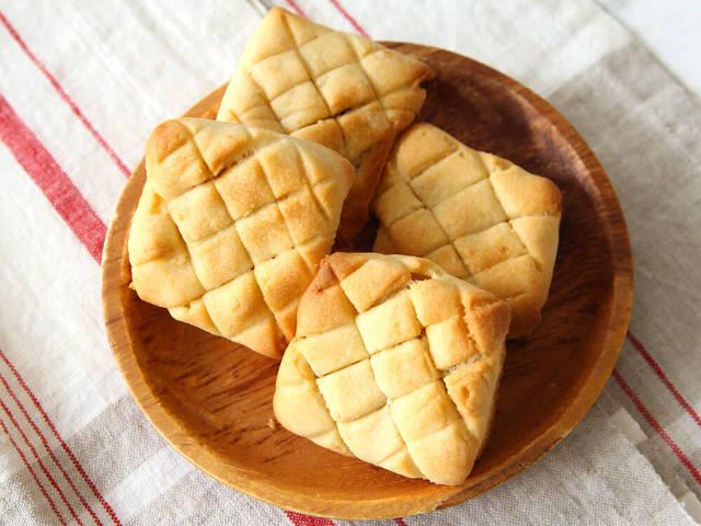1.材料は5つだけ!たった15分で作れる「基本の食パンメロンパン」