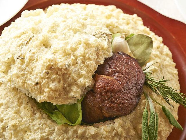 香り高い「黒毛和牛フィレの塩釜焼き」が自慢! 各界著名人も通う老舗レストラン『銀座Sun-mi』