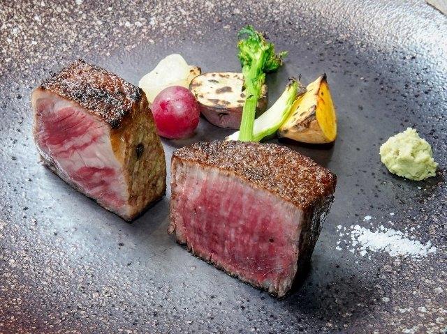 炉釜焼きの肉に感激!熟練の技で焼き上げる極上神戸牛ステーキは唯一無二の旨さ『GINZA KOKO炉』