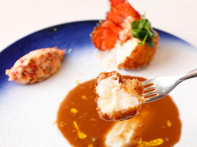 オマール海老を丸ごと一尾! 食べごたえもおいしさも抜群な「オマール海老フライ」