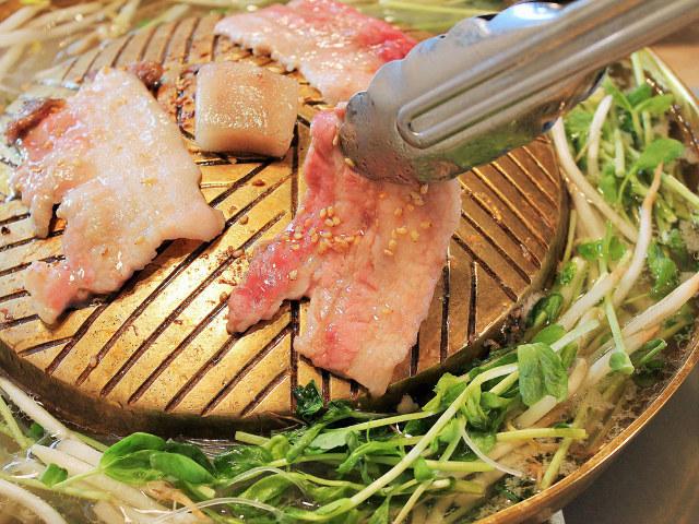 タイ式焼肉「ムーガタ」とは? 焼肉としゃぶしゃぶを一緒に味わうタイ料理店『ムー トウキョウ』【田町】