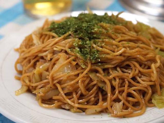 浅草で食べたいシンプルイズベストな焼きそばは、60年を超える熟練の味