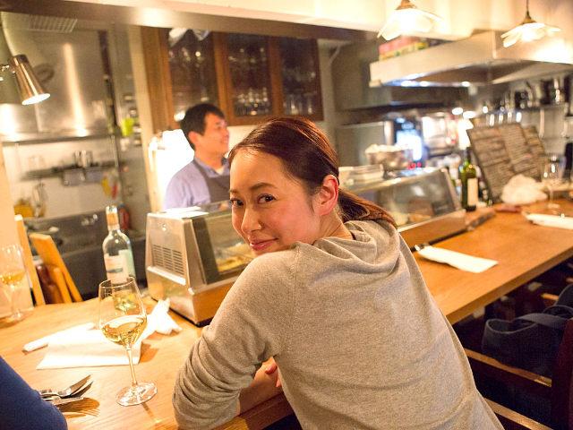 """【福岡しっとり美女が飲んで食べている名店はどこ?】地元の酒場好きが教える""""ツウ""""なはしご酒4軒"""