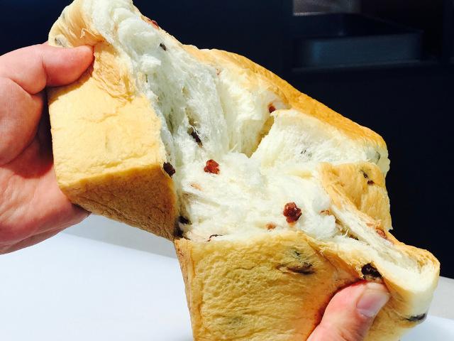 ラインナップは、食パン2種類のみ!
