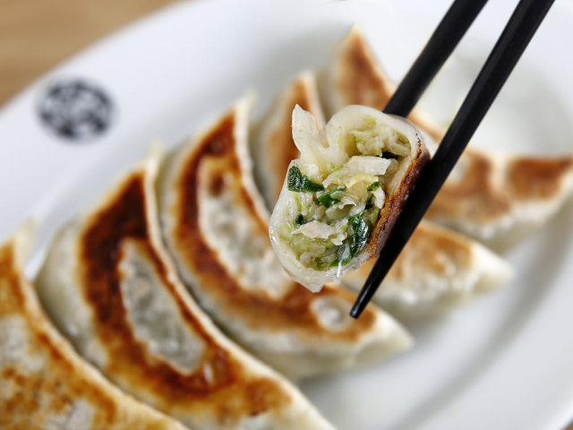 ふわっとショウガ香る「フレッシュ餃子」! 移り行く渋谷で、50年以上味を守り続ける『天宝 渋谷店』