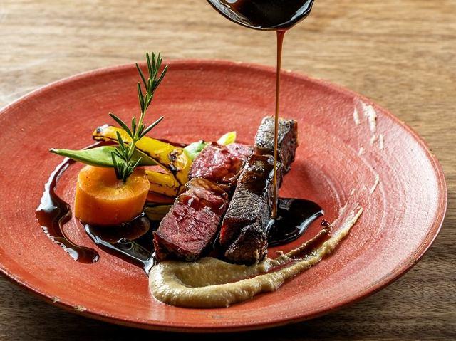 牛、豚、ジビエと多様な熟成肉の炭火焼きが最高!肉好きのワガママが叶う新富町『ビストロ ハマイフ』