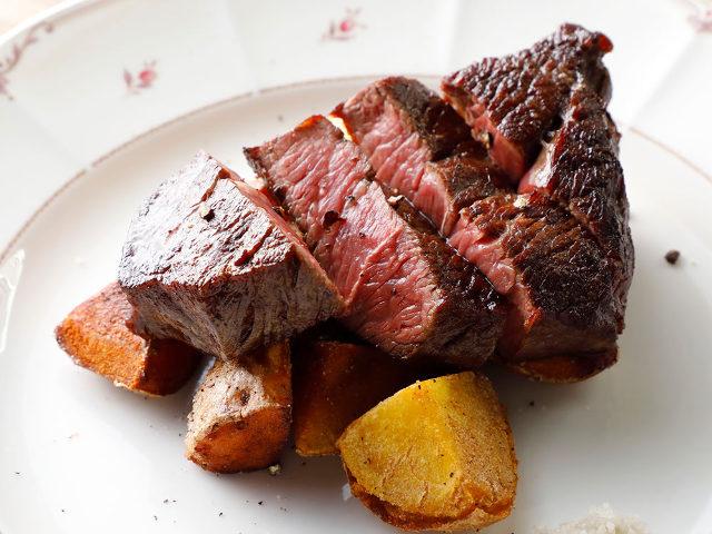 熟成肉をリーズナブルに楽しめる『下北沢熟成室』が超穴場!自然派ワインと熟成料理を味わう大人のビストロ