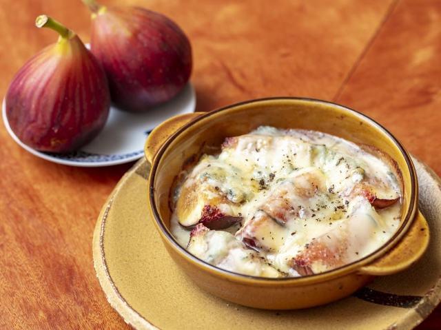 イチジクの甘み&とろけるチーズが最高!焼くだけの簡単おつまみ「イチジクとブルーチーズのオーブン焼き」