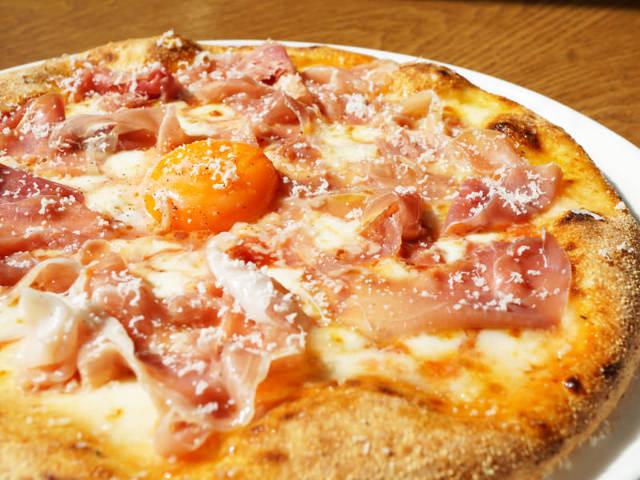 本場顔負けのナポリピッツァが話題!日本人好みの味を追求した職人のピッツァを堪能