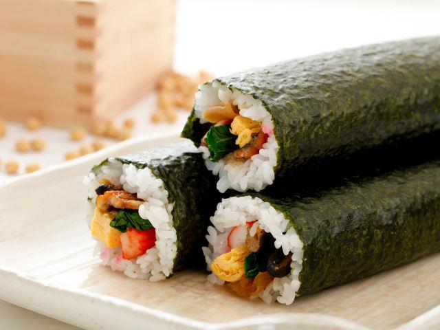 なぜ節分に「恵方巻き」を食べるのか? 全国に広まった理由は? 恵方巻きのルーツとおいしい作り方