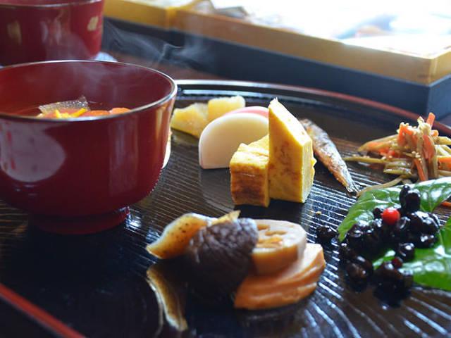 【保存版】正月の定番、プロが教えるお雑煮の基本と変化球レシピ