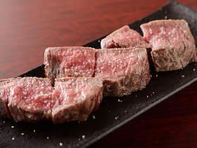 大阪人が待ちに待った! 予約がとれない肉料理の超人気店『肉山』がついに大阪・福島にオープン