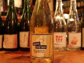 飲めるのは日本かフランスだけ? オーヴェルニュ地方で造られる自然派ワインの一つの終着点