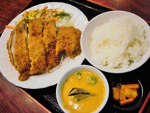 ネパール料理店なのに、とんかつ定食が絶品すぎる!? 並んでも絶対食べたい、激ウマとんかつ定食を堪能