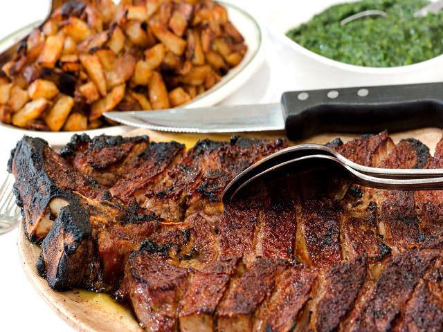 3. 味もボリュームも本店そのまま! 口コミで超人気のステーキハウスで、絶品熟成肉を堪能したい!