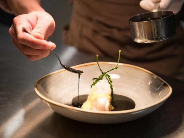 熟成魚を使った誠実なフレンチが存分に味わえる店『サンプリシテ』が代官山にオープン
