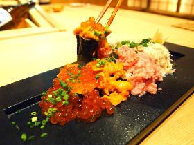 こぼれるウニ! あふれるイクラ!!  今話題の「劇場型寿司レストラン」がウマすぎ&楽しすぎ