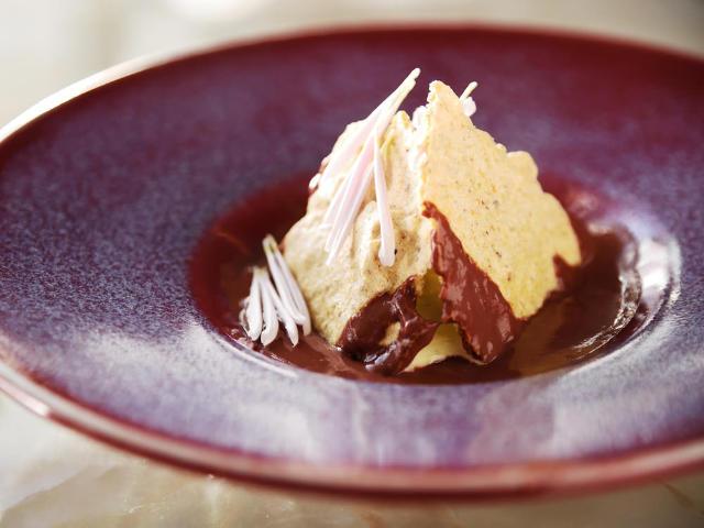 京都『MOTOI』出身パティシエが、作りたてデザートコースとワインの店『西洋茶屋 山本』をオープン!