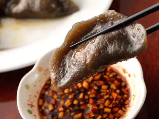 黒い餃子にびっくり! 中国東北地方の料理を堪能できる『千里香』