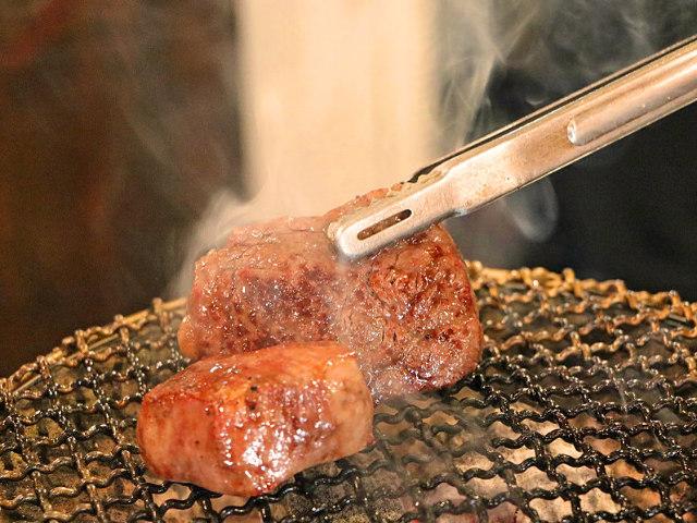 【新大久保】1日4組限定の「紹介制焼肉店」がここ! とろける「赤身肉」が最高にウマい