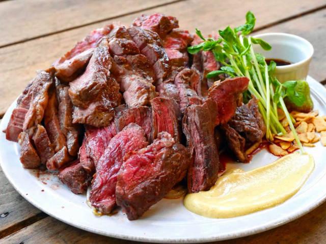 ガッツリ、うまい「赤身肉」づくし! 肉の名峰『肉山』プロデュースの「ステーキハウス」が誕生