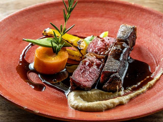 【ビストロ】熟成肉のおいしさを炭火で引き出す、『ビストロ ハマイフ』