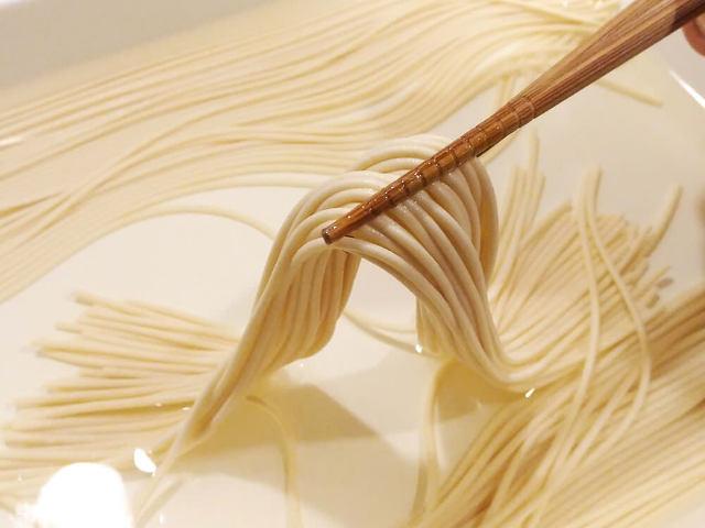 乾燥パスタは、茹でずに◯◯◯するだけで超モッチモチに! ひと手間で生パスタ風に仕上げる裏ワザが超簡単