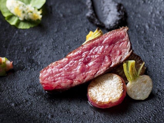 肉の火入れに魅せられる!ひと口で全身が震えるほどの肉料理が愉しめる大人の店が東麻布にオープン