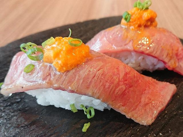牛肉とウニのうまみが同時に広がる至福の味わい