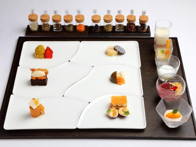 「ケーキ屋さんで大人買い」がコンセプト! 可憐に並ぶ11品のデザートが圧巻の新フレンチ