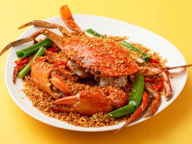 「幻のカニ」をガーリックエキスで食べる本場の味がたまらない! 香港の老舗「海鮮料理店」が初上陸