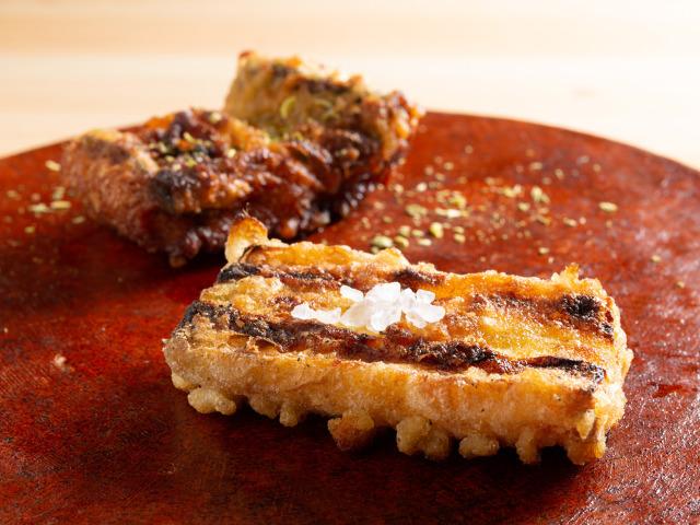 驚きの「炭火焼き料理」ここにあり! 食ツウの好奇心を刺激する新発想の炭火料理『炭手前 鷽(うそ)』
