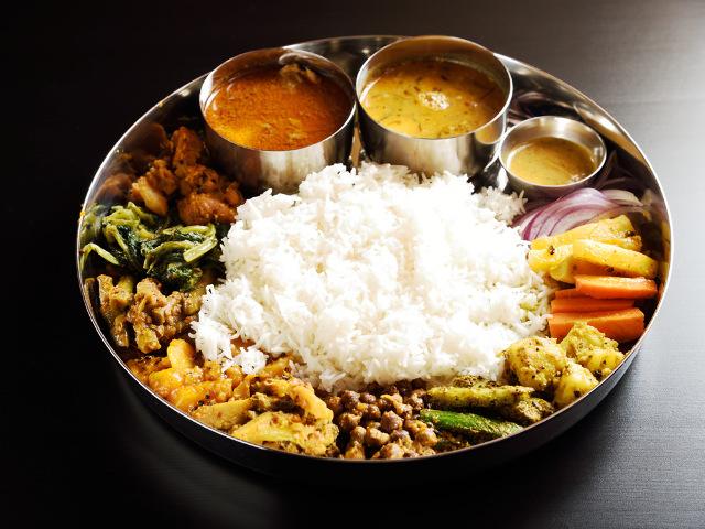 日本初の「国産水牛」料理が味わえる! 超本格派のネパール料理専門店『月と太陽』【大阪・中津】