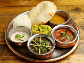 アジアを旅して絶品カレーが誕生する!行列店『シバカリーワラ』のインドカレーは並んででも食べる価値あり