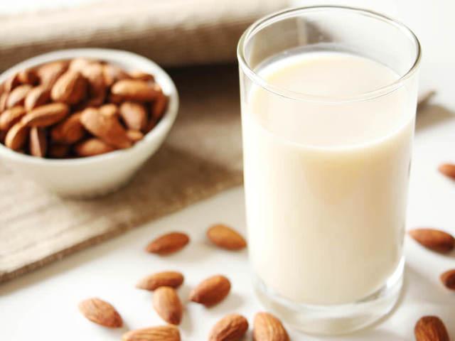 材料は「水とアーモンド」だけ! 実は簡単に作れる「アーモンドミルク」の基本レシピとオススメ活用術