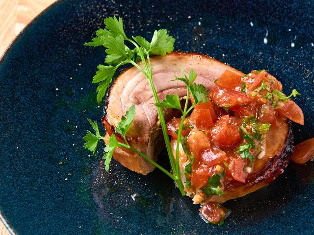 じっくり焼き上げた「塩麹ローストポーク」が絶品! 発酵食を活かす「隠れ家レストラン」がすごすぎた