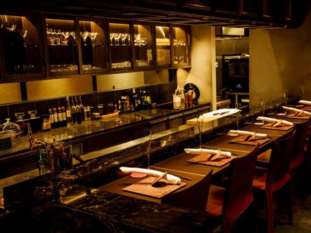 海栗とワイン TSUKIHIの内観