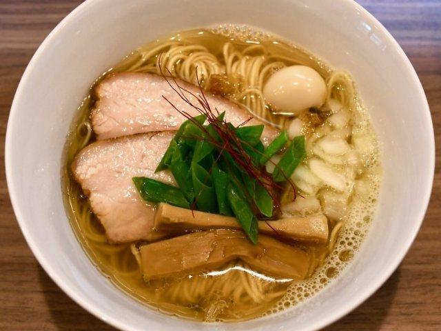 「魚介」オンリーのスープは黄金色! ジワジワとファン増加中のラーメン店・名古屋『中華そば 実垂穂』