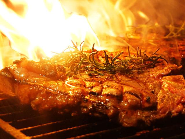 豪快な薪焼き塊肉に食らいつけ!あなたの肉の常識が覆る、イタリアンの新星