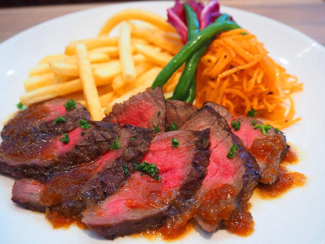 牛肉や野菜、調味料など食材の9割は成城石井で取り扱う商品