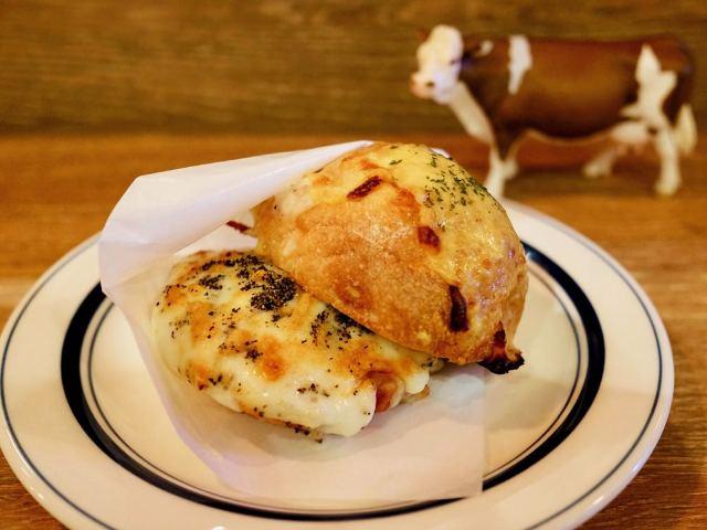 「チーズ」の楽しみ方が広がる! チーズ尽くしのカフェ&バー『チーズ喫茶 吾輩は山羊である』【高円寺】