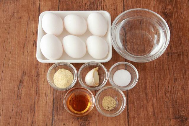 鶏ガラのうまみが卵のおいしさを引き立てる「白い煮卵・鶏ガラスープ味」
