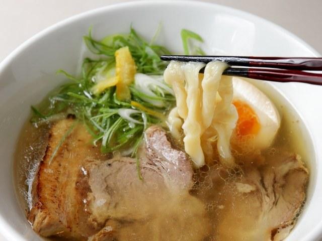 クセになる超極太麺!もちもち麺&滋味深きスープの新コラボ・京都『自家製粉石臼挽き小麦 洛中その咲』
