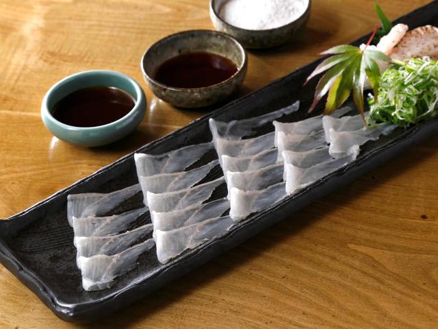 穴子(アナゴ)の刺身は必食! 銀座のアナゴ料理専門店『はかりめ』で絶品「アナゴ」を食べ尽くそう