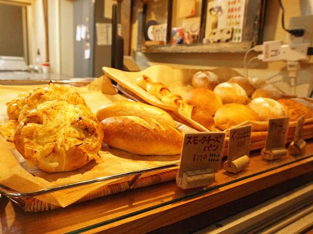パン屋なのに夜だけ営業、しかも行列! 大人気カフェにもパンを卸す実力派のパン屋とは?