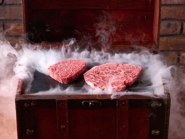 極上の「肉」体験に大歓喜! ニューヨークから逆輸入の『ホルモンふたご』の新店がスゴすぎた