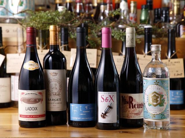 仲間と楽しく飲めるワインやドリンクも充実!